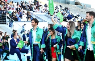 SUBÜ'den görkemli mezuniyet