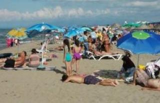 Hafta Sonu Karasu Plajı Doldu Taştı