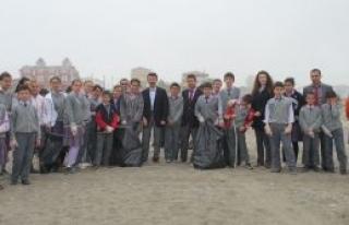 Kocaali Plajında Temizlik Kampanyası