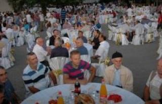 Kuyumcullu Köy'ünde Bin Beş Yüz kişiye İftar...
