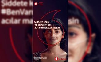 """Doğa Rutkay, Vodafone'un """"Kırmızı ışık"""" kampanyasının sesi oldu"""