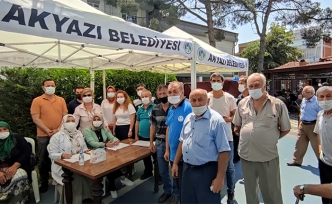 Akyazılılardan aşı çadırına yoğun ilgi