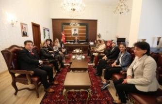 Ticaret İl Müdürlüğü Teşkilatı ve Öğrencilerden Vali Nayir'e Tüketici Haftası Ziyareti