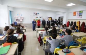 Vali Nayir Aydın Gürdamar Ortaokulunda Derslere Katıldı