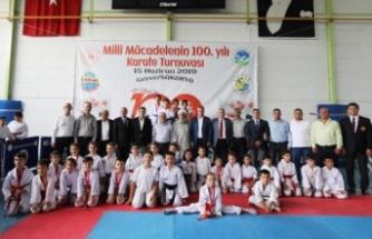 """Milli Mücadelenin 100. Yılı"""" İller Arası Karate Turnuvası Geyve'de Düzenlendi"""
