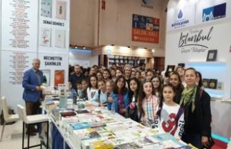 Sakaryalı Öğrenciler TÜYAP Kitap Fuarında Sakaryalı Yazarla Buluştu.