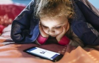 Türkiye'de anne babaların %39'u çocuklarının izlediği video ve diğer dijital içeriklerin ne olduğunu bilmiyor
