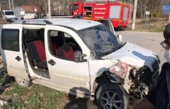 Taraklı-Gölpazarı-Göynük-Geyve Yol Kavşağında Trafik Kazası:2  yaralı