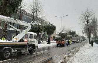 Büyükşehir karla mücadeleyi sürdürüyor