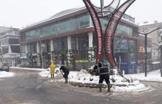Karasu Belediyesi Kar Mesaisini Sürdürüyor