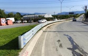 Büyükşehir, oto korkuluklarla şehir trafiğine güven katıyor