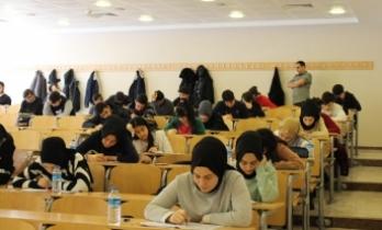 Üniversite sıralarında deneme sınavı