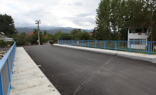 Arifiye'de ulaşıma köprü rahatlığı