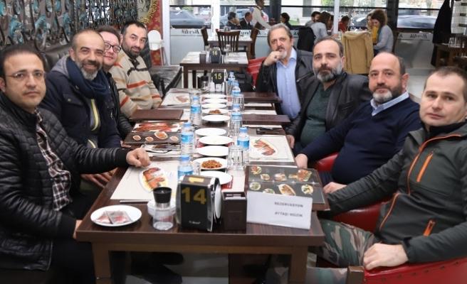 Akif Yener'in onuruna yemek