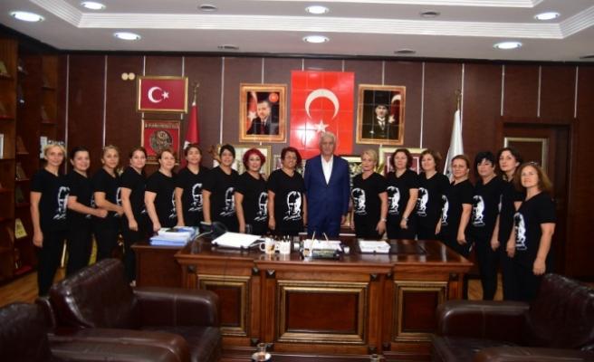 Sakarya'yı Temsil Eden Bayan Halk Oyunları Ekibi Başkan İspiroğlu'na Ziyaret
