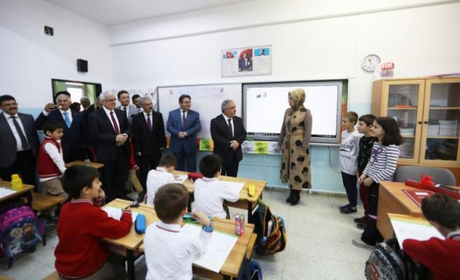 Vali Nayir Öğretmenleri Ziyaret Etti