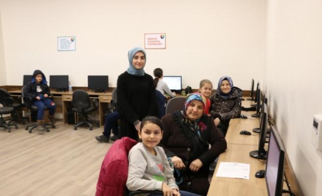 Çocuklar ve aileler SGM'de buluşuyor