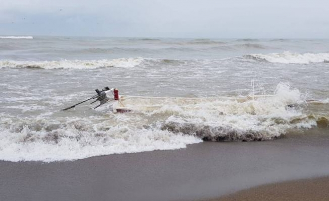 Sakarya'da Tekne Alabora Oldu 2 Kişi Son Anda Kurtarıldı