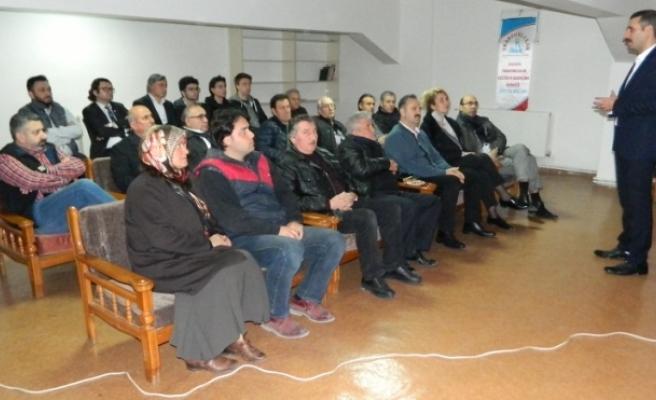 Sakarya Trabzonlular Derneği'ndeterörle mücadele semineri verildi