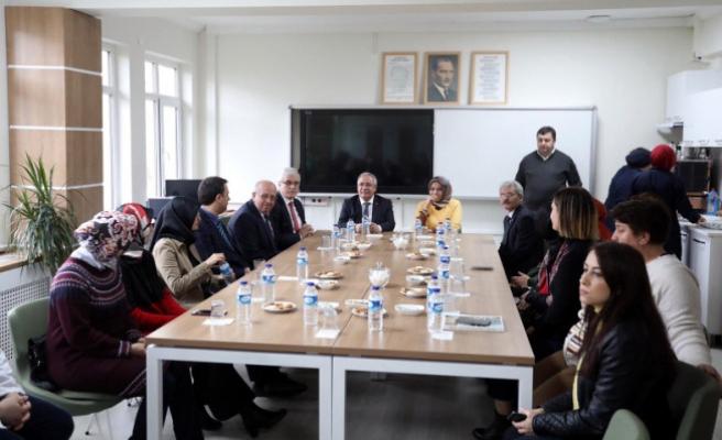 Vali NAYiR Cemil Meriç Sosyal Bilimler Lisesini ziyaret etti