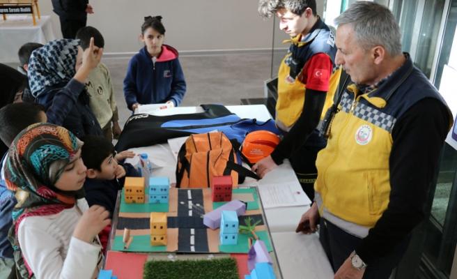 Akyazı SGM'de Deprem Haftası etkinliği
