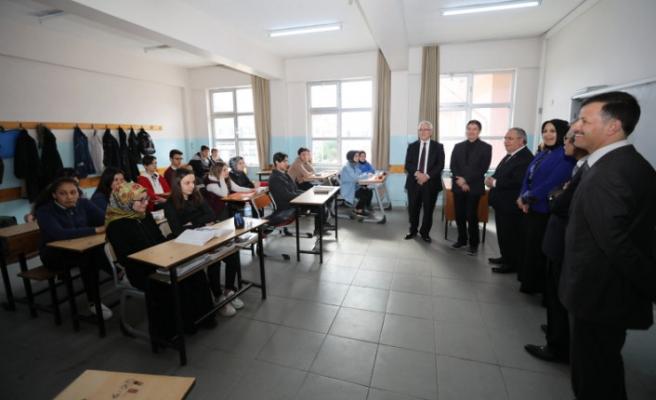 Vali Nayir Cumhuriyet Anadolu Lisesini Ziyaret Etti