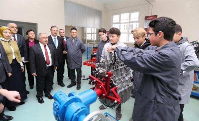 Vali NAYiR Okul Ziyaretlerini sürdürüyor