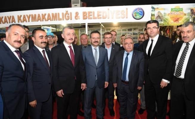 Vali Nayir Kocaeli'de Düzenlenen Erzurum Tanıtım Günleri Programına Katıldı