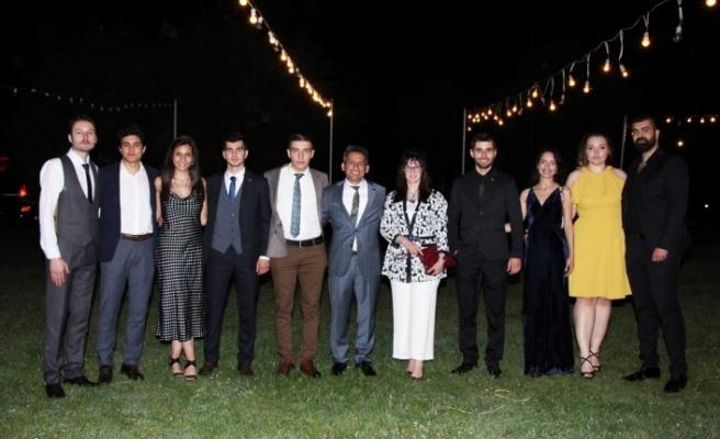 Baro Başkanı Burak Hukuk Fakültesi öğrencileriyle mezuniyet yemeğinde buluştu
