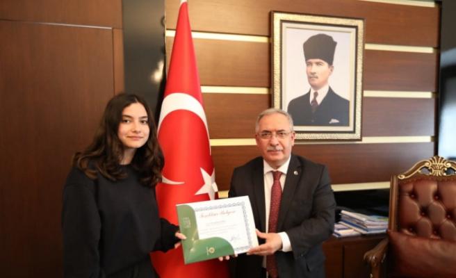 Cevat Ayhan Fen Lisesi Öğrencileri Başarılarını Vali Nayir İle Paylaştı