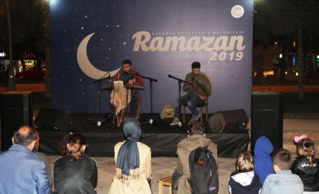 Dinleti ve sohbet dolu Ramazan akşamı yaşandı