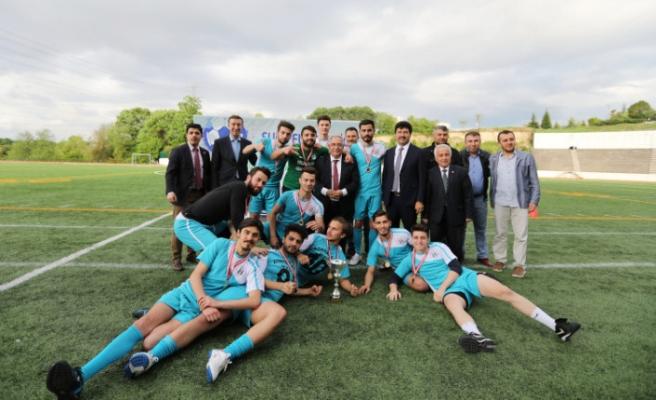 SUBÜ Futbol Turnuvasında Şampiyon Olanlara Kupaları Verildi