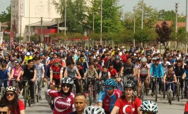 Trafik Haftası 7. Geleneksel Bisiklet Turu 2 bin Kişinin Katılımıyla Yapıldı