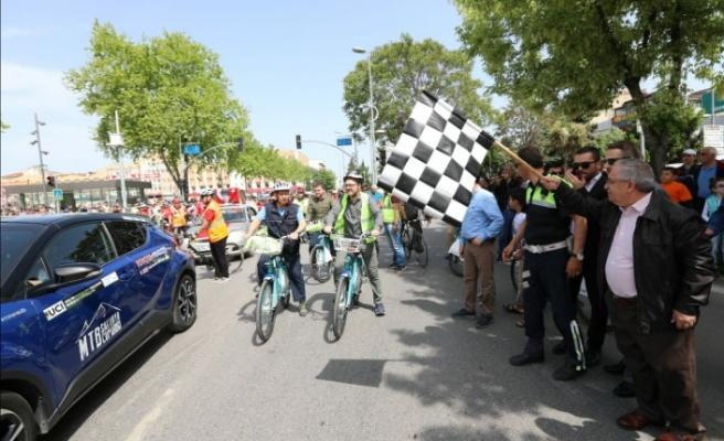 Trafik Haftası 7. Geleneksel Bisiklet Turunun Startını Vali Nayir Verdi