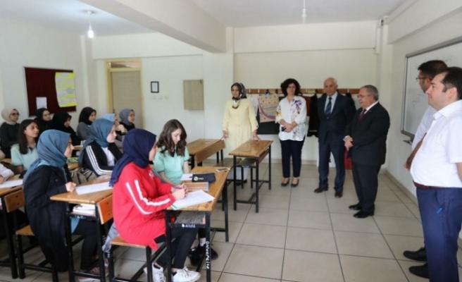 Vali Nayir Okul Ziyaretlerine Devam Ediyor