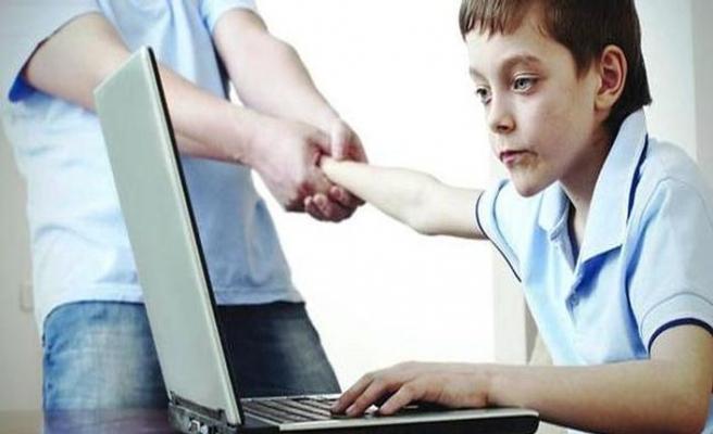 Ebeveynler çocuklarından daha çok internet kullanıyor