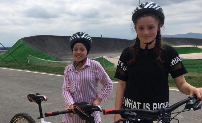 Güvenli sürüşler Ayçiçeği Bisiklet Vadisi'nde