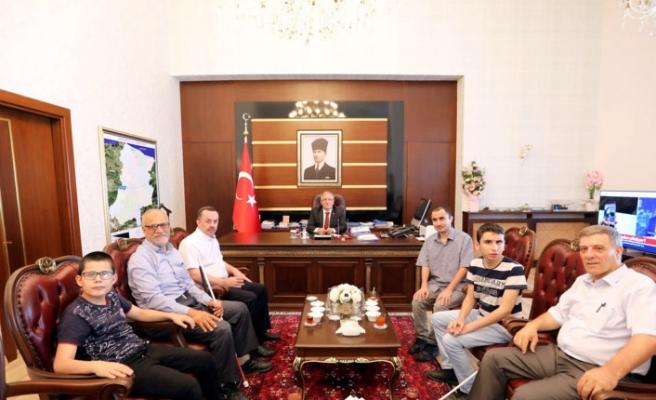 Anadolu Engelliler Dernek Yönetimi ve Öğrencilerden Vali Nayir'e Ziyaret