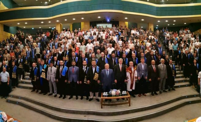Vali Nayir SAÜ'deki Öğrencilerin Mezuniyet Heyecanına Ortak Oldu