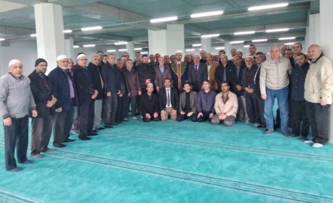 Cami imamına cemaatinden sevgi dolu uğurlama