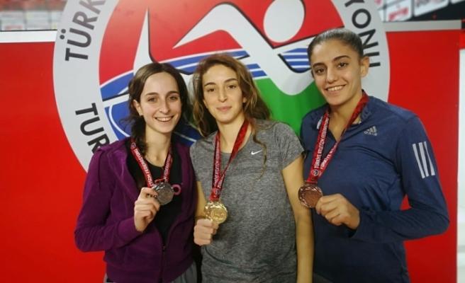 Büyükşehirli sporcular istanbul'dan derecelerle döndü