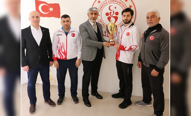 İl Müdürü Arif Özsoy, Şampiyon Sporcuları Ağırladı