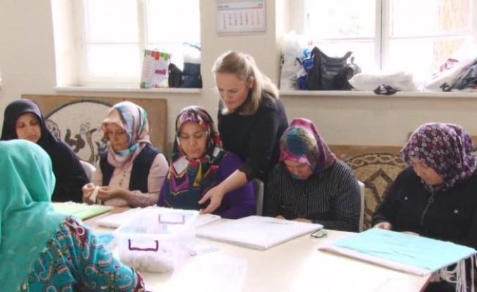 Osmaneli'li kadınlar hem para kazanıyorlar hem meslek öğreniyorlar