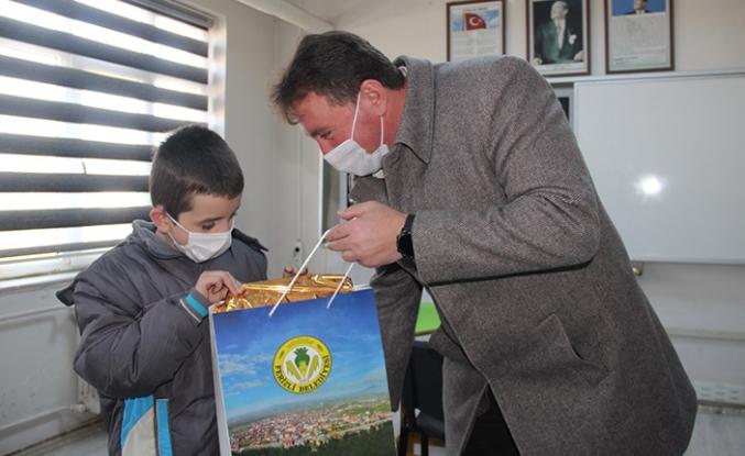 Başkan gündoğdu özel eğitim gören öğrencileri ziyaret etti