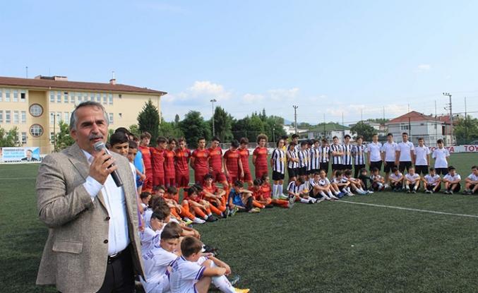 Başkan Karakullukçu Minikler Futbol Turnuvasının Açılışını gerçekleştirdi