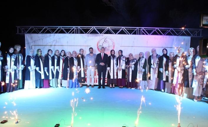 Başkan Ekrem Yüce öğrencilerin mezuniyet heyecanına ortak oldu